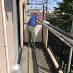 賃貸物件の入居者さんが退去後に去年の台風被害で隔て板が割れていることが判明!