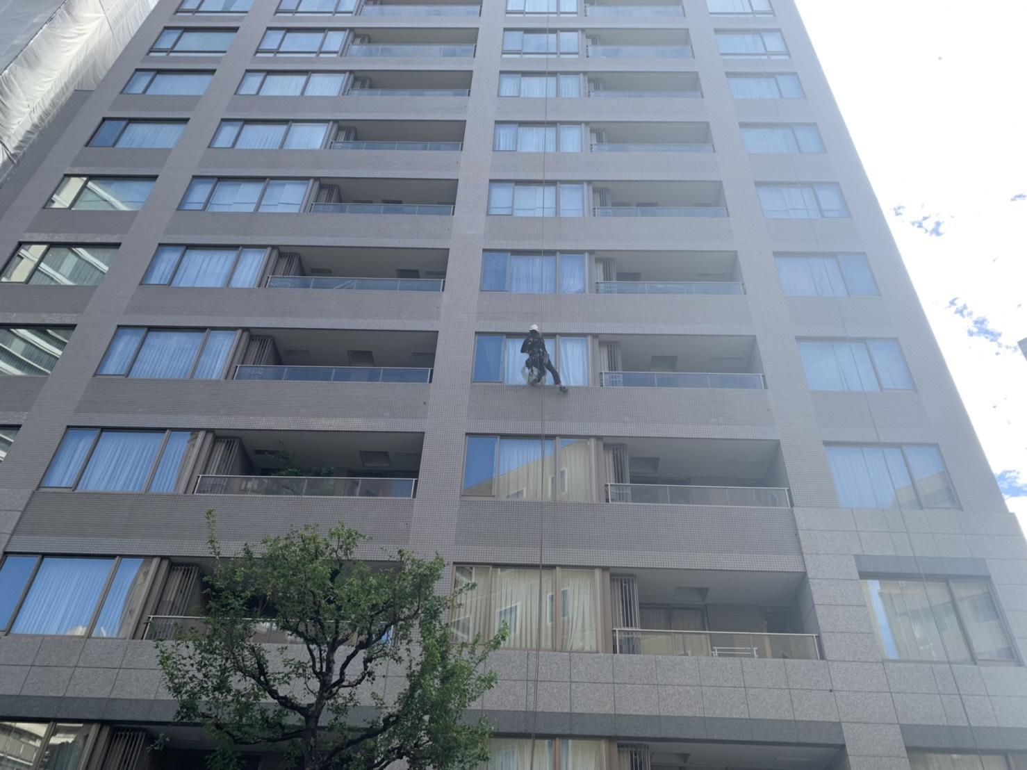 東京都 マンション 14階建 ガラス定期清掃