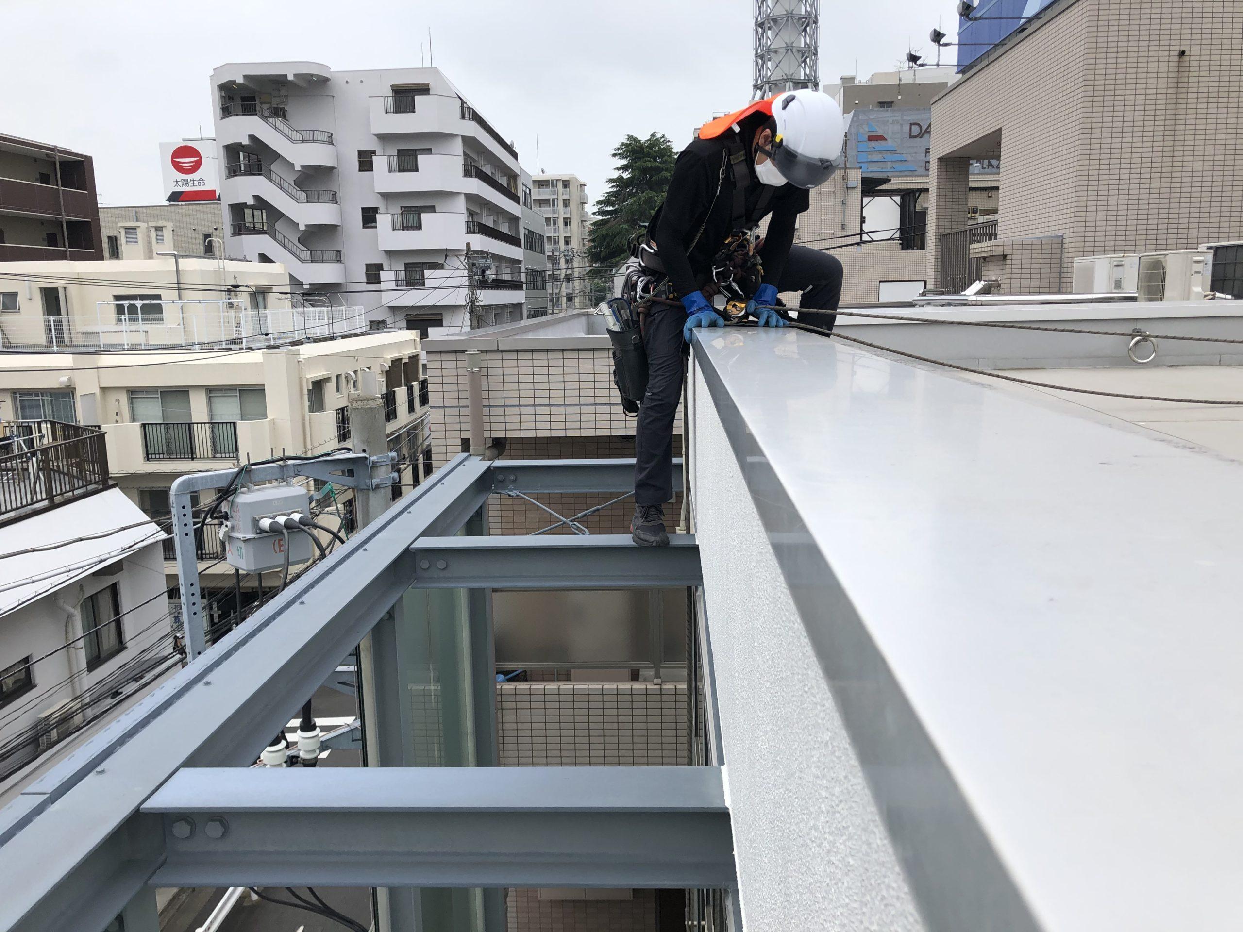 藤沢市ロープ作業ガラス清掃