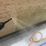 """<span class=""""title"""">【大掃除に最適】バルコニーや外壁、駐車場にこびり付いたコケや汚れは高圧洗浄機で一発除去!</span>"""